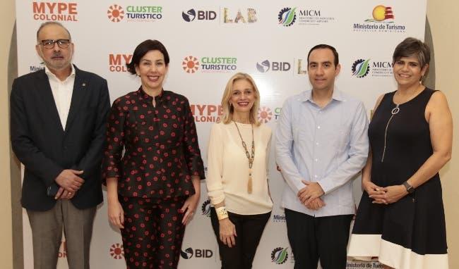 Luis Padilla, Mónika Infante, Amelia Rodríguez, Emilo Torres y Tamara Mera.