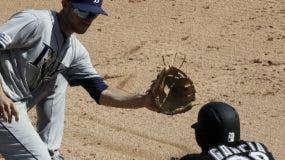 El dominicano Leury García (28) se estafa la segunda base.