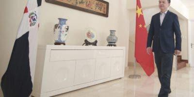El embajador Zhang Run dijo que el comercio América Latina y el Caribe  superó el pasado año US$300 mil millones .   Elieser Tapia