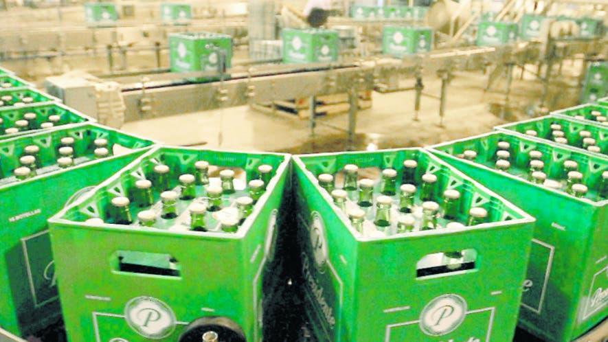 La Cervecería Nacional controla   más del 90 por ciento del mercado local de la cerveza.  Archivo