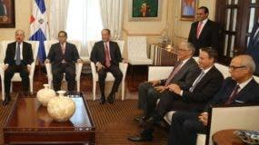 El presidente Medina y algunos   miembros del  Consejo Nacional de la Magistratura.  Archivo
