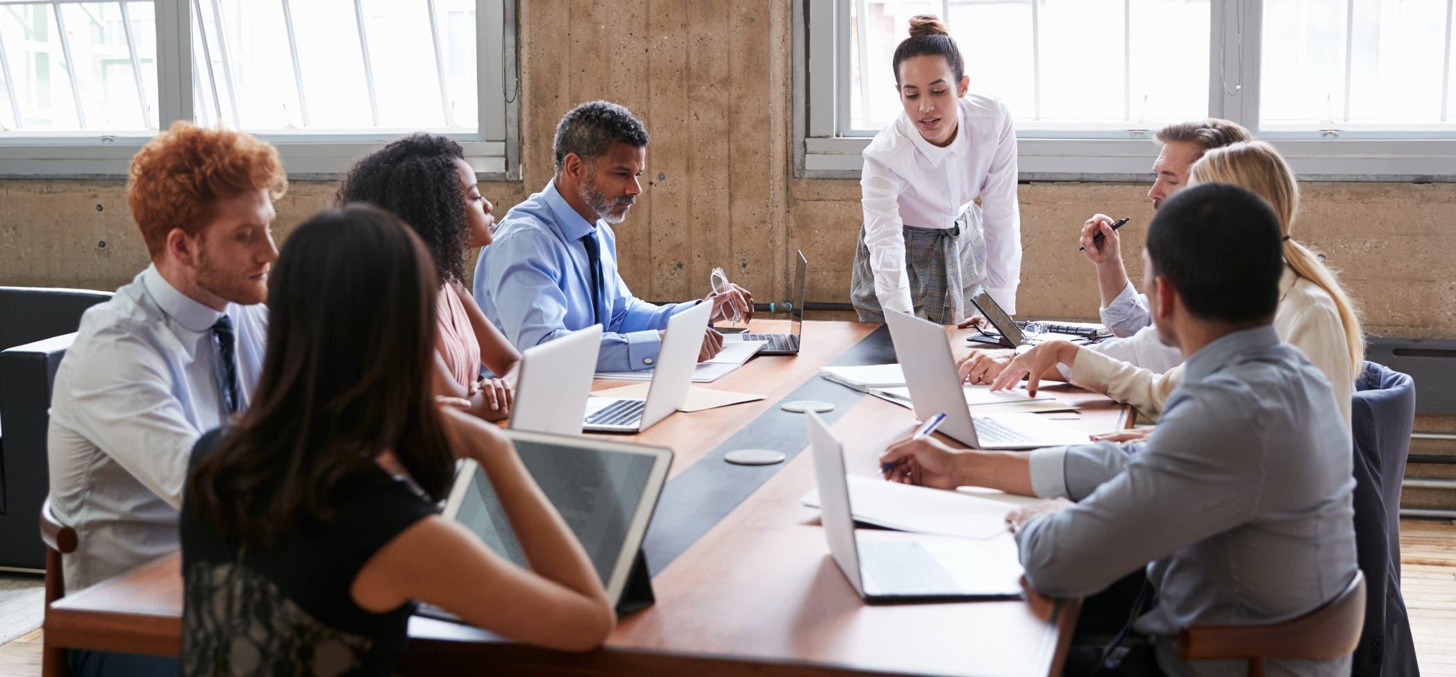 Economista sugiere reactivar sectores productivos para proteger empleo en tiempos del Covid-19