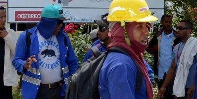 Trabajadores de Punta Catalina protestaron por bonos.