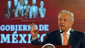 """""""Urge separar el poder económico del político; que el gobierno represente a todos"""", concluyó Andrés Manuel López Obrador."""