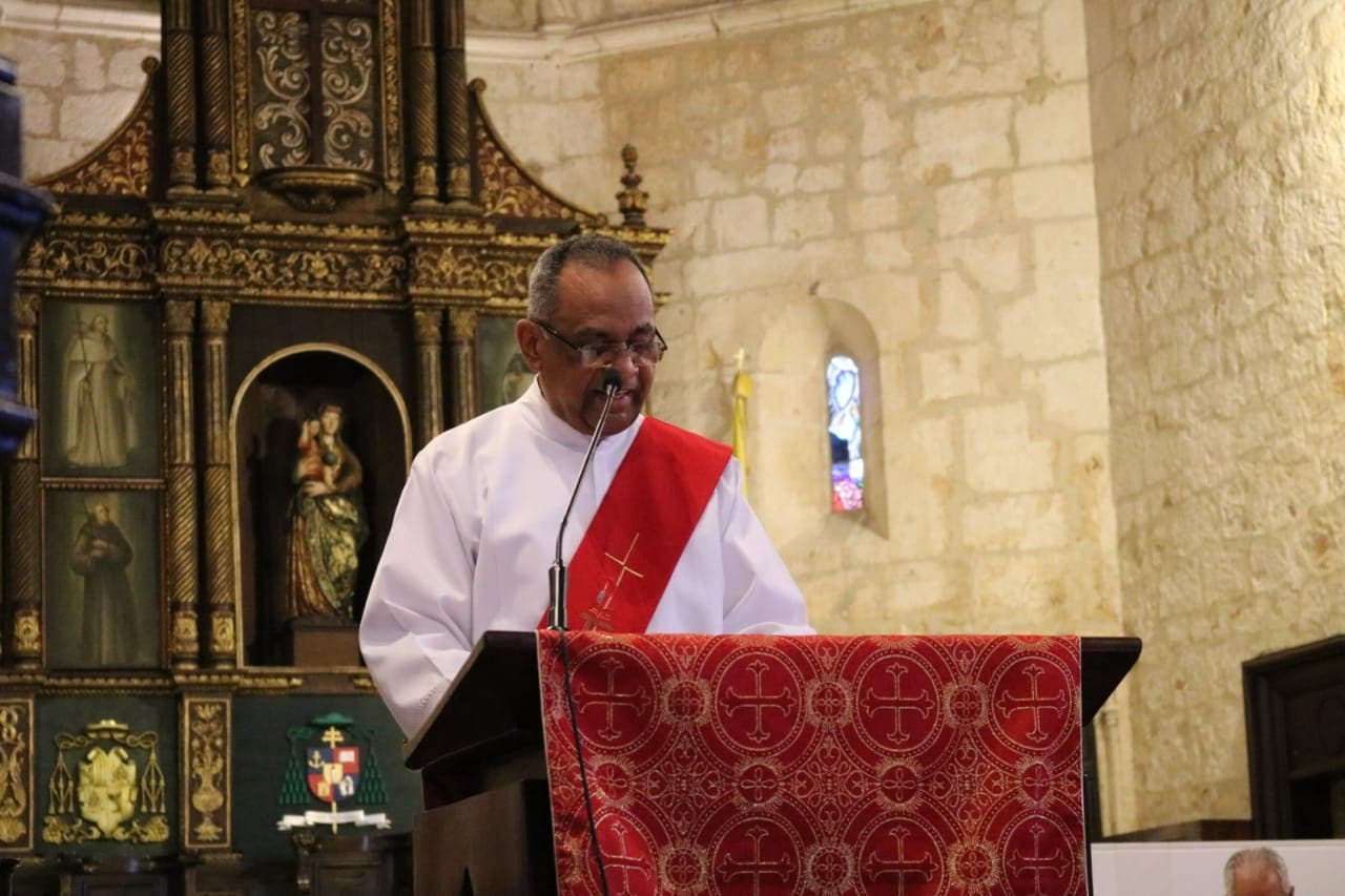 El diácono Blas Bonilla Morfe leyó la Séptima Palabra. Foto: Jancarlos Martínez.