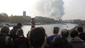 """El gobierno de Francia pidió el apoyo """"de todos"""" para reconstruir la catedral de Notre Dame."""