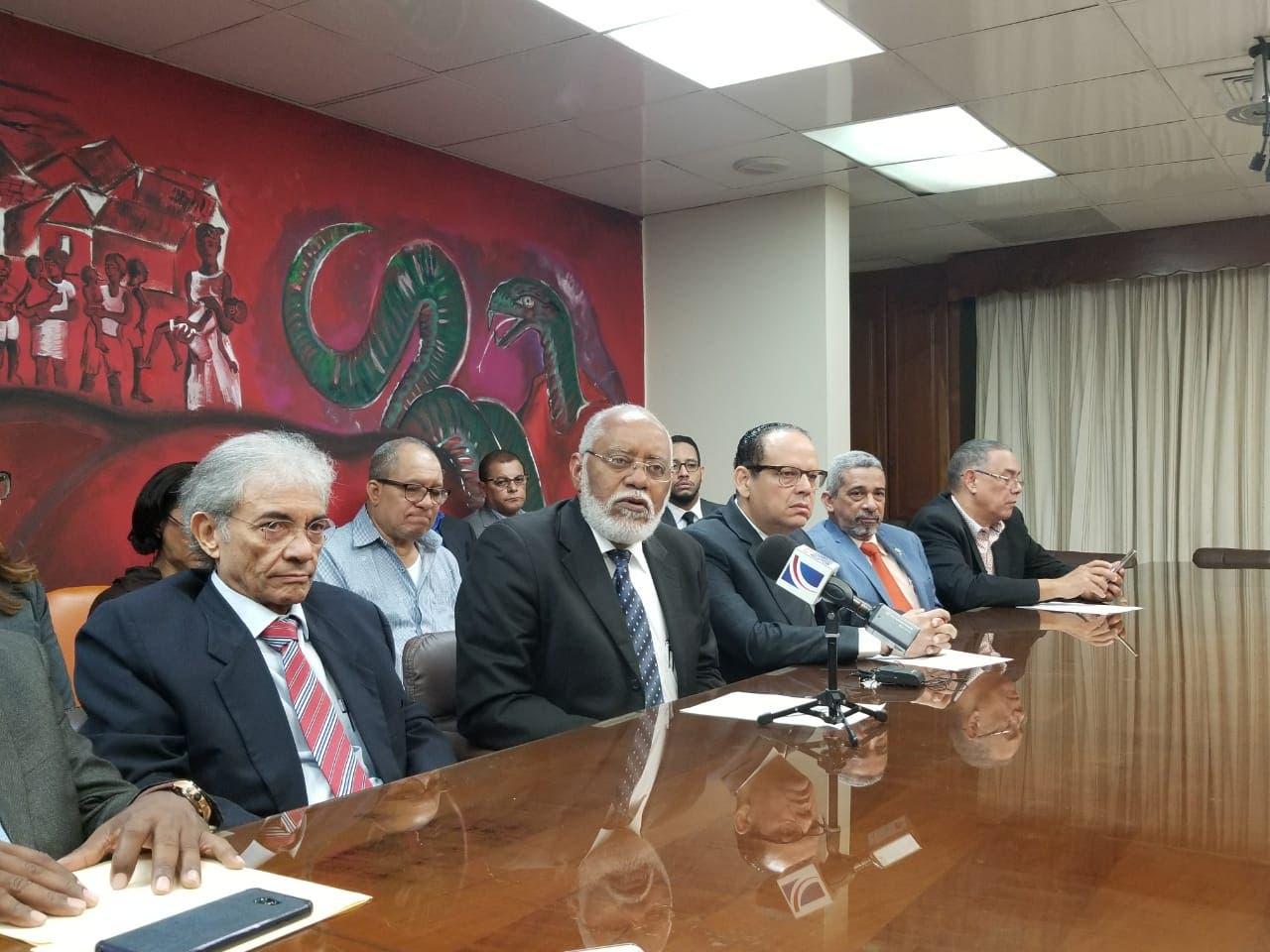 Wilson Roa, presidente del gremio médico, dijo que un primer paro afectará a una de las tres principales ARS del país, pero luego se extenderá a las otras.