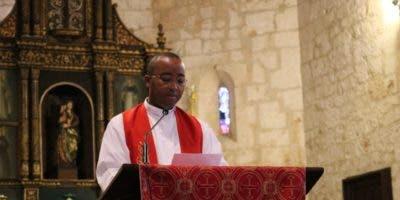El padre Alexander Soriano tuvo a cargo la lectura de la Sexta Palabra. Foto: Jancarlos Martínez.