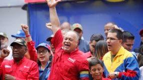 Foto de archivo del presidente de la Asamblea Constituyente de Venezuela, Diosdado Cabello, encabeza una reunión en apoyo a Nicolás Maduro. La embajada rusa en Venezuela aseguró hoy que los militares venezolanos continúan del lado del Gobierno de Nicolás Maduro.