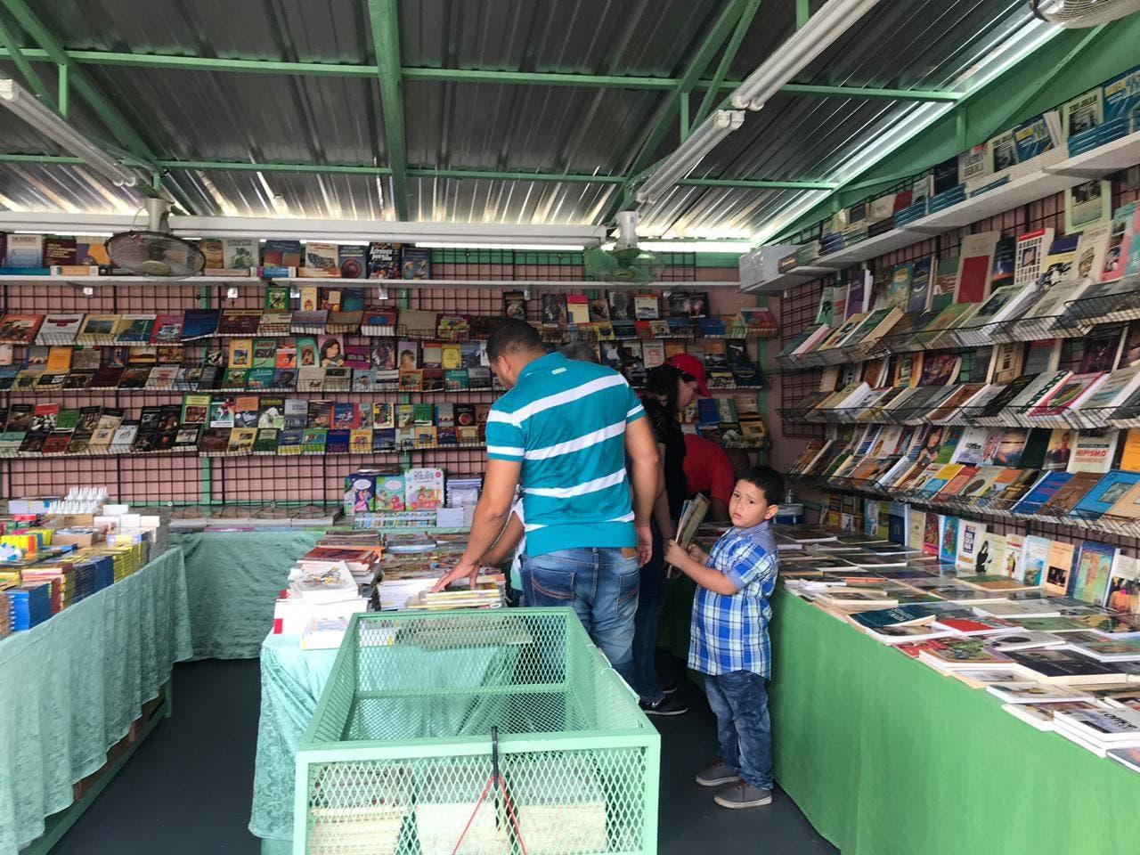 Feria del Libro se desarrolla con normalidad este domingo
