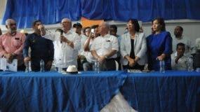 hipolito-mejia-junto-varios-dirigentes-del-h20-en-santiago