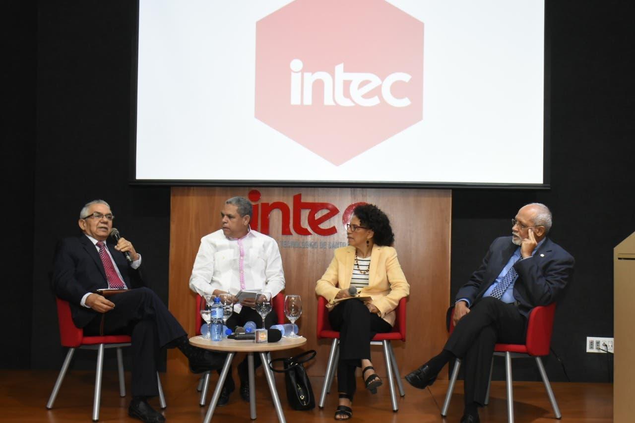 Díaz Santana, Adalberto Grullón, Marisela Duval y Pedro Luis Castellanos.