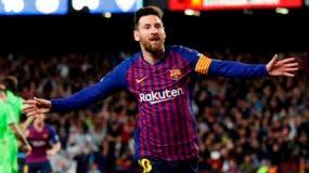 Lionel Messi festeja tras anotar el gol del Barcelona en la victoria 1-0 ante Levante en la Liga española.