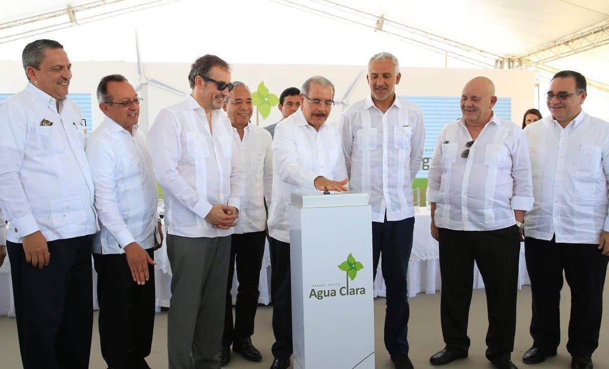 La producción anual del Parque Eólico Agua Clara sustituirá el uso de unos 250 mil barriles de petróleo.