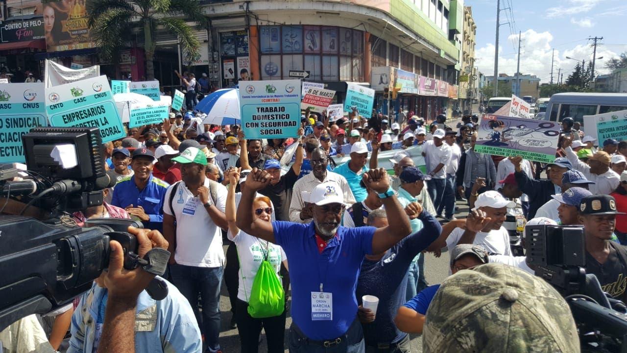 La marcha de los trabajadores partió desde el Parque Enriquillo hasta el Paalaccio Nacional.