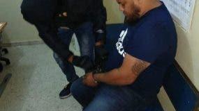 Jardy Rafael Reyes Guzmán de 29 años, fue detenido mediante un operativo de seguimiento y captura a bordo de un vehículo en el área monumental de Santiago