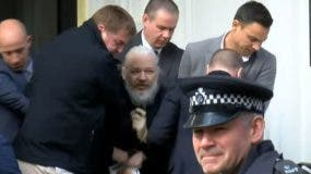 El fundador de Wikileaks fue arrestado en la embajada de Ecuador en Londres.