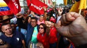 Grupo de simpatizantes del presidente Nicolás Maduro durante una movilización la mañana de este martes frente al Palacio de Miraflores.