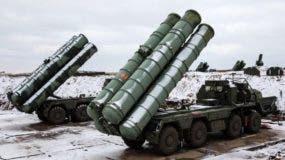 """Los S-400 """"Triumf"""" de Rusia figuran entre los sistemas de misiles """"tierra-aire"""" más avanzados del mundo."""