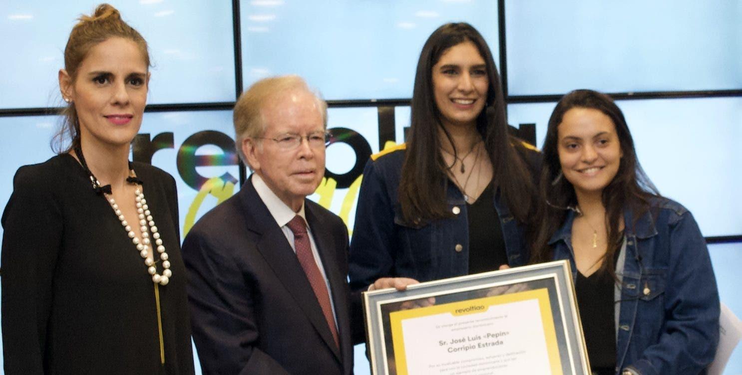 Rocío Regalado, José Luis  Corripio Estrada, Yamilé Hazim y Alejandra Zuazua.