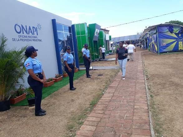 Policía Escolar brinda seguridad a visitantes Feria del Libro