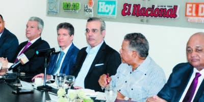 Nelson Arroyo, Lisandro Macarrulla,  José Alfredo Corripio, Luis Abinader, Juan BolívarDíaz y  Roberto Fulcar     en el Almuerzo del Grupo Corripio.  José de León.