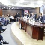 Los miembros  de la JCE escucharon el parecer de los partidos reconocidos.   Fuente Externa
