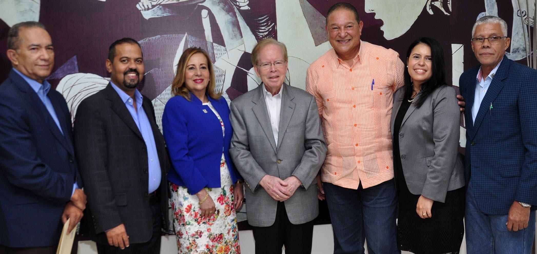 Eliseo González, Fidel Sánchez,  Carmen L. Victoria, José Luis Corripio Estrada, Alejandro Montás, Yojanny Pimentel y Ulises García.   Carolina Fernández