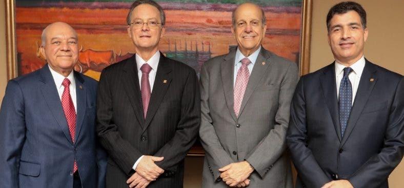 Manuel A. Grullón seguirá al frente de la institución.