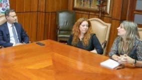 El procurador en reunión con las fiscales de España.