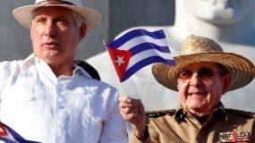 Miguel Díaz-Canel junto al expresidente Raúl Castro.