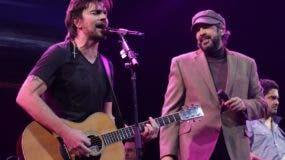 Juanes llevó varios invitados a su concierto, entre ellos al dominicano Juan Luis Guerra.  fuente externa.
