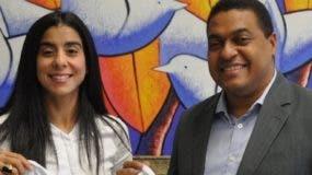 Leyla Alfonso junto al  director de EL DÍA José Monegro.