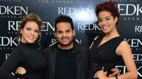 Abraham Rohena  junto a las modelos.