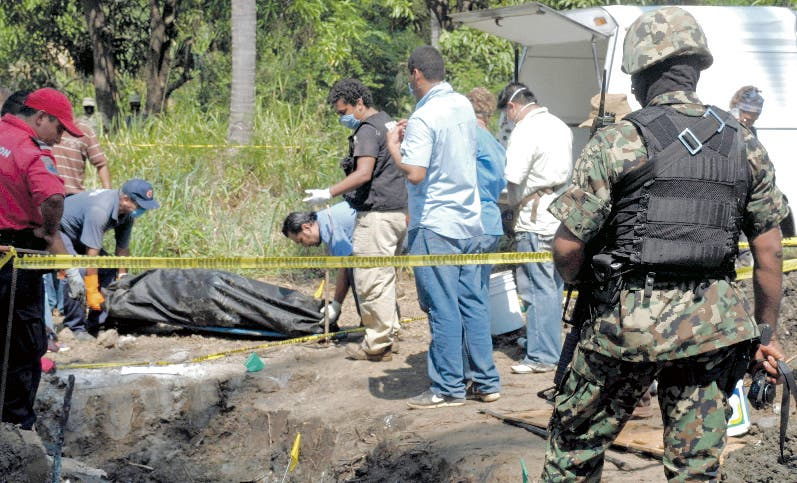 El gobierno informó  en febrero de 1,300 fosas clandestinas.