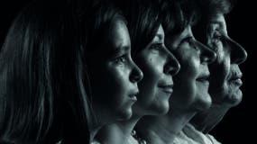 Silvia  junto a su madre, hija y nieta, quienes se complementan unas con otras.  Alexis Escamez