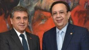 Embajador  Romilio Gutiérrez Pino y Héctor Valdez Albizu.
