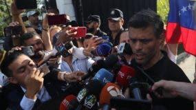 Leopoldo López se encuentra refugiado en la Embajada de España en Venezuela tras violar condena de libertad domiciliaria.