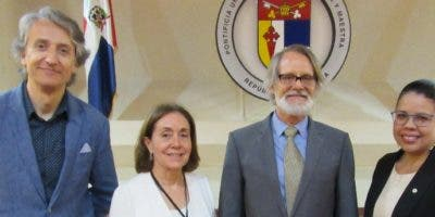 César García Rincón de Castro, Julia Tavares de Bucher, Juan Tomás Tavares y Michelle Jiménez.