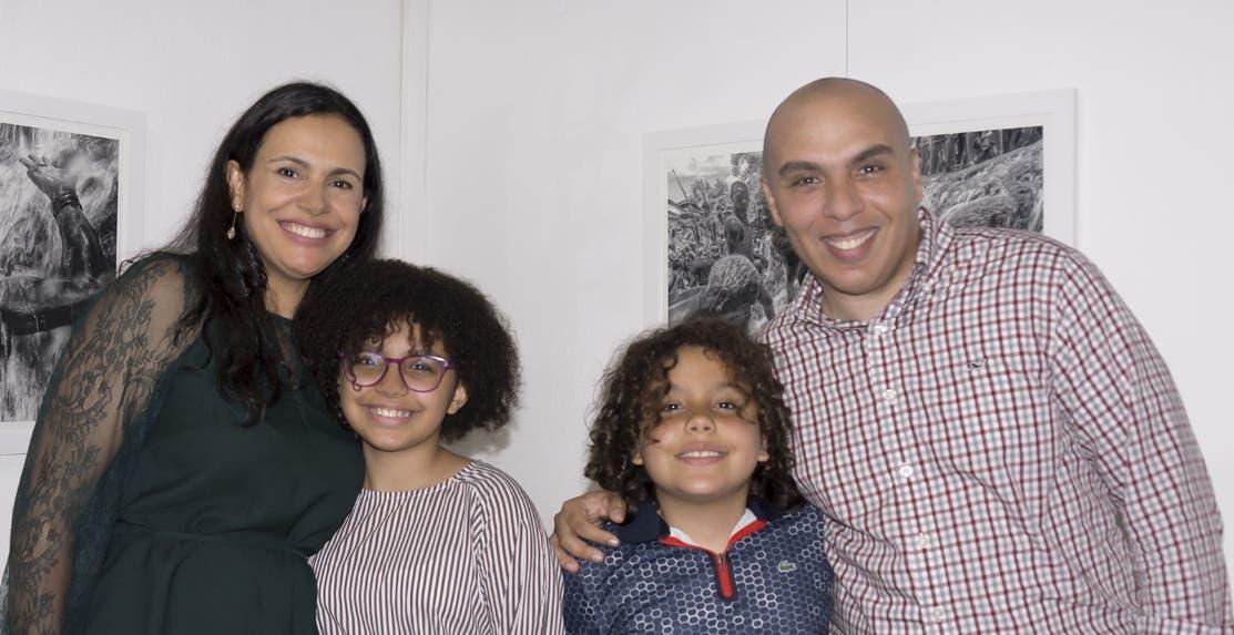 Rosa Molina y Kelvin Naar  junto a sus hijos Mía y Khalil Naar Molina.