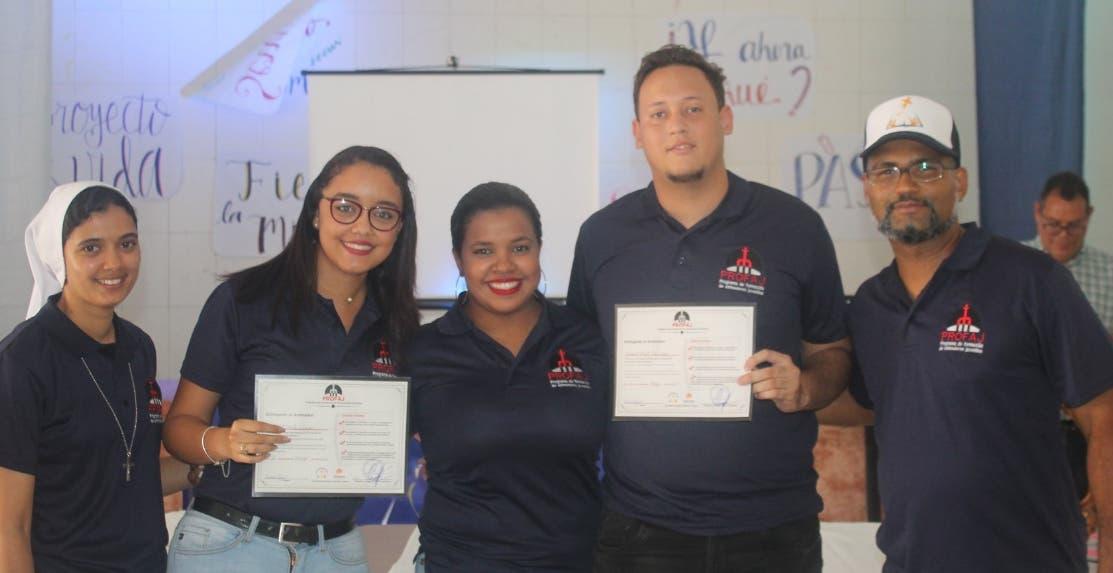 Los jóvenes graduados de la promoción número 33.