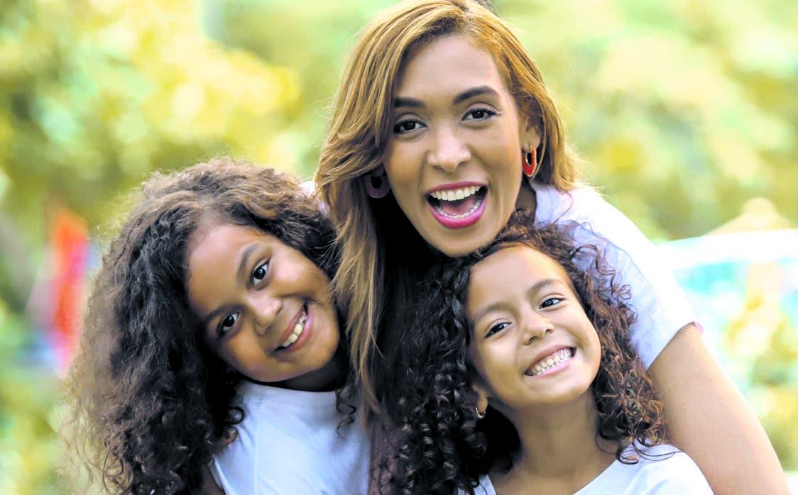 Yalía y Yaimar junto a Yadhira Pimentel.