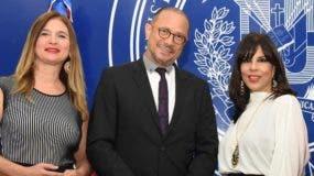 Mónika Despradel, José Antonio Rodríguez y Angelita García de Vargas.