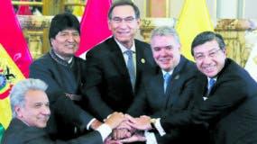 Los presidentes Evo Morales,  Iván Duque,  Lenín Moreno y el anfitrión peruano Martín Vizcarra encabezaron la cumbre.