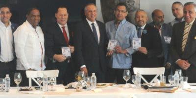 Franklin Mirabal, Hugo López Morrobel. Yansen Pujols y  Héctor Gómez, reciben de José Ramón Peralta sus pases al torneo.