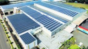 Los techos de las empresas, instituciones y otras estructuras más pequeñas se utilizan cada vez con más frecuencia para la instalación de paneles solares.