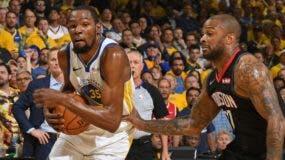 Kevin Durant seguirá fuera  de Warriors por una  lesión. AP