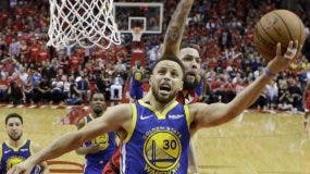 Stephen Curry y sus Warriors han tenido una dura serie contra los Rockets.  AP