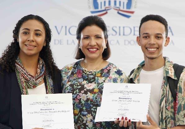 Margarita premia fotografías sobre valores