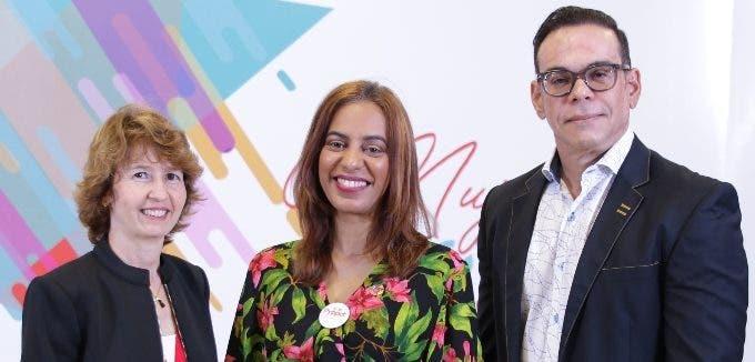 Ivette García, Marisol Fermín y Abraham Peguero.